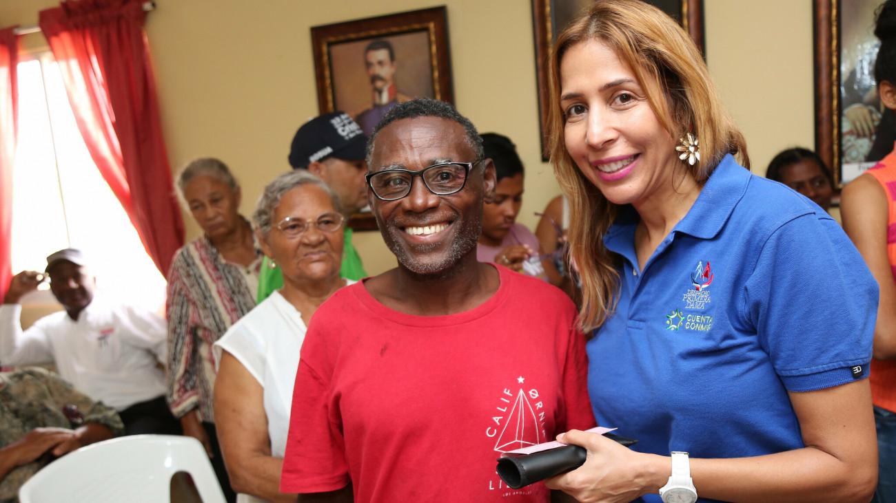 Despacho de la Primera Dama beneficia a 108 residentes de Villa Montellano con lentes y cirugías oftalmológicas